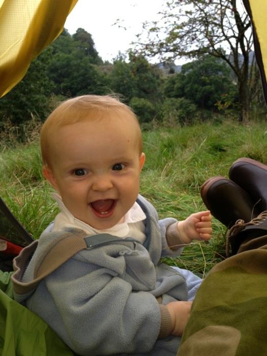 William på 9 måneder synes også det er gøy på teltur.