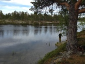 Kristoffer fisker m dupp og flue i Grislehåen