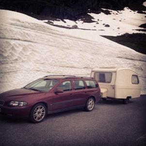 "Gamleveien over Haukeli med ""Grumpyfly's rolling troutalicius Plaza camper"""