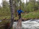 Sleipe stokker på mot Krokåthåen over Grøtåa.