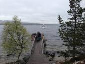 Fæmund II på vi inn til Røa for å plukke med seg glade turister ut av marka.